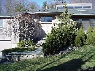 4 BR,  2.50 BTH  Contemporary style home in White Plains